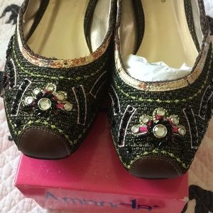 Shoes - Embroidered Flats